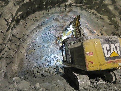 GJENNOM FJELLET: Illustrasjonsbilde fra Condottes arbeid med tunneldriving på Follobaneprosjektet.