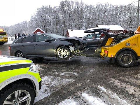 Bilene har fått store materielle skader.