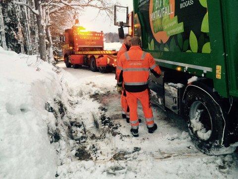Etter mye slit og innsats fra to redningsbiler ble Follo Rens 18 tonn tinge lastebil berget.