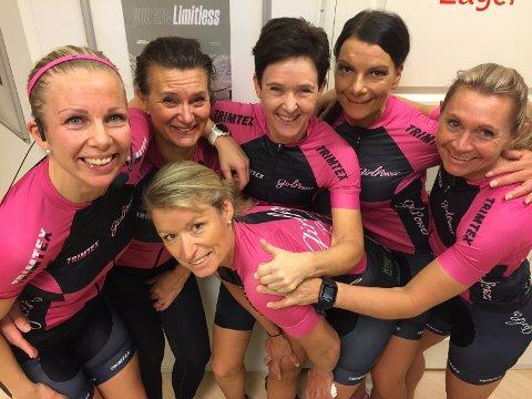 LIKE BLIDE: De er jublende glade for å ha startet slitet mot ny rekord sammen, de lokale jentene i Team GirlPower. Fra v.: Jorid Ødegaard, Sissel Lorentzen, Ragnhild Bye,Therese Kristiansen og Anne Aakeberg Einarsen. Foran: Cathrine Holme.