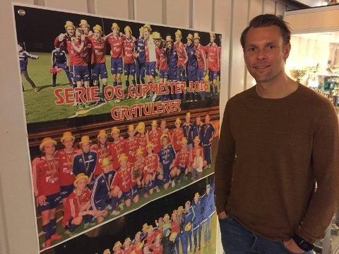 MINNER: De siste sesongene med Råde bød på flere oppturer for Vidar Martinsen, her ved mimreveggen på klubbhuset.