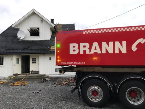 KOM SEG UT: Samtlige beboere kom seg ut da det begynte å brenne på badet i denne gårdsboligen i Råde natt til torsdag.