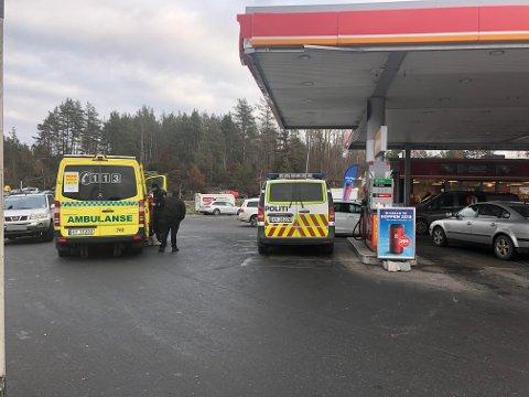 PÅKJØRSEL: En bil skal ha kjørt på flere personer ved bensinstasjonen på Mosseporten lørdag.