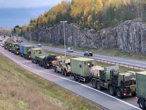 MER KØ: Forsvaret forventer mer kø i forbindelse med militærkolonnene på vei ut av landet.