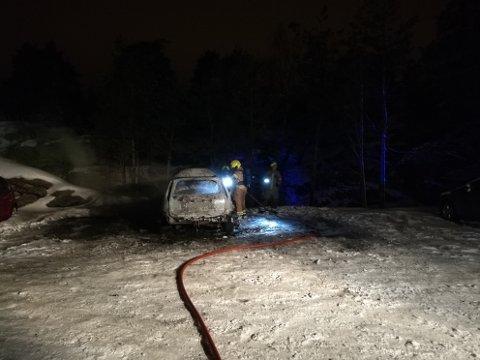 UTBRENT: Også bilen i Slalåmbakken var overtent da nødetatene kom.