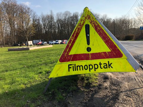 Parkeringsplassen ved Alby ble inntatt av et stort filmcrew onsdag kveld.