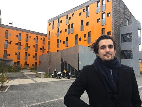 Høyskole-student Mathias Wexnes Karlsvik opplevde at hybelen han leide ble utsatt for vannskade, og er ikke fornøyd med erstatningen fra Studentsamskipnaden.
