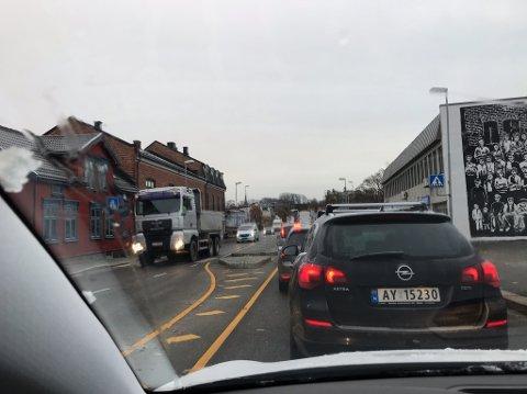 Køen strekker seg langt ut mot Jeløy