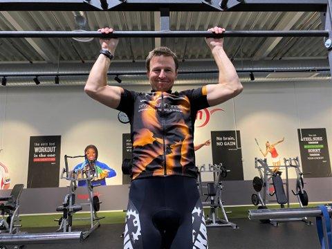 ELSKER Å TRENE: Tom-Viggo Vårdal (43) vier livet sitt til trening. Nå ønsker han å hjelpe andre til å komme seg ut av huset – i en ellers travel hverdag.