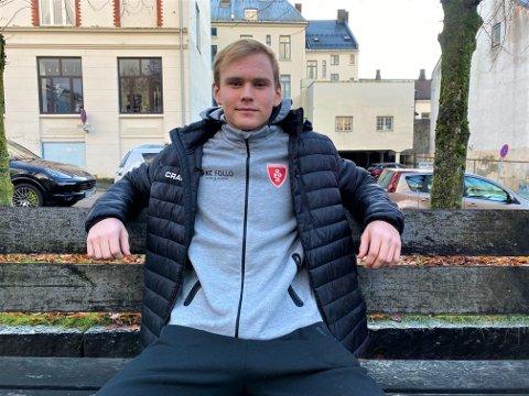 TIL SPEKTRUM: Jonas Stenersen (18) skal spille NM-finale i håndball i slutten av desember.
