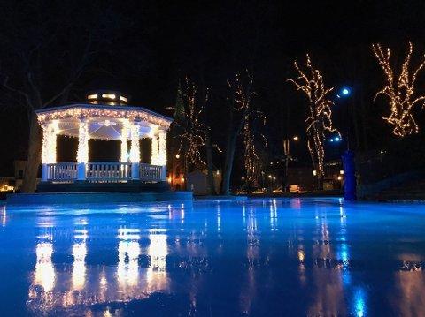 MER IS: Moss kommune stenger skøytebanen i sentrum tirsdag 4. februar for å legge på mer is.