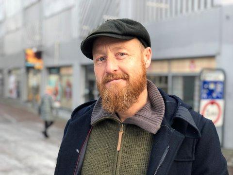 OSS I NYE MOSS: To kommuner er blitt til én. I denne portrettserien blir du kjent med noen av de fine folka som bor i den nye storkommunen.  Dette er historien til musilker Atle Rakvåg.