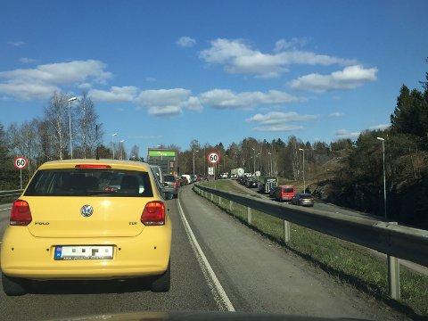 STILLESTÅENDE KØ: Det ble stillestående køer grunnet et trafikkuhell ved Mosseporten torsdag ettermiddag.