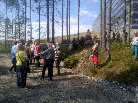 Befaring: Bildet viser deltakere på en nylig avviklet befaring ved Vansjø. Kronikkforfatter Nina Frydenlund advarer mot konsekvensene. foto: Privat