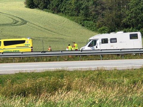 BOBIL: Det skal ha skjedd to ulykker på E6 ved Vestby torsdag. Denne bobilen var involvert i en av dem. SVEIP HØYRE FOR FLERE BILDER - >