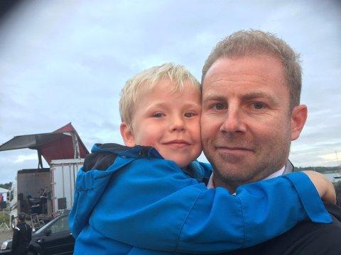 Hans Jørgen Weel sammen med sønnen Jeremias som ofte er med pappa på sykkeltur på hytta i Hafjell.