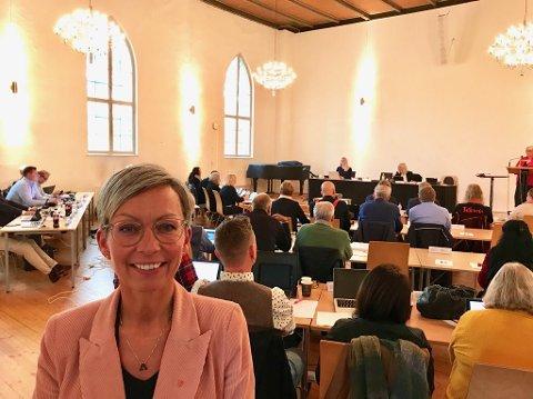 SMILTE: Ordfører Hanne Tollerud (Ap) smilte fornøyd under dagens bystyremøte på Arena.
