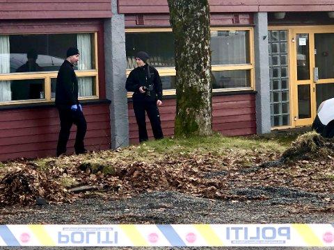 VOLDTEKT: Krimteknikere var på plass utenfor Nordahl Griegs gate 26-28 søndag og jaktet spor etter at en kvinne anmeldte en overfallsvoldtekt.