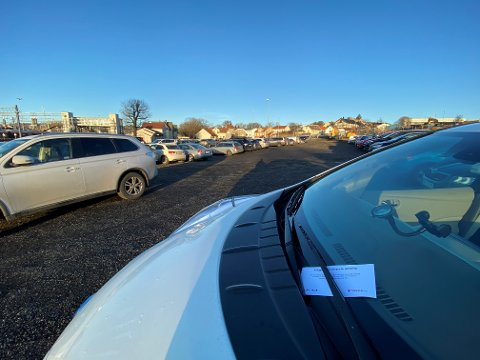 STENGES: På dette området blir det fra mandag 13. januar stengt for parkering.