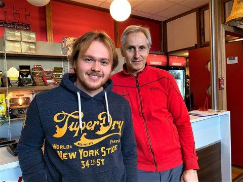 TRENER HELE ÅRET: Erik Elias Dybdahl (til venstre) holder seg aktiv hele året og trives på Ditt Treningssenter i Moss sentrum. Det er eier og driver Odd Ivar Eriksen (t.h.) glad for.