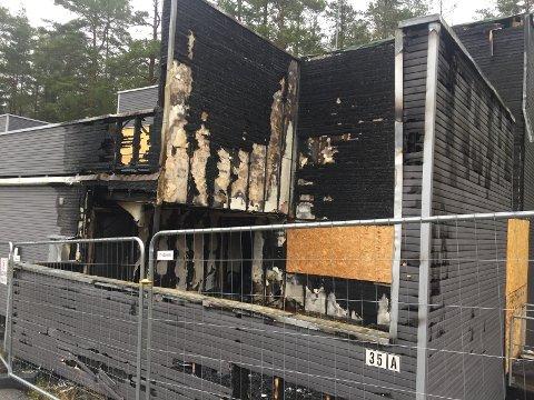FORTSATT TOTALSKADET: Slik ser bygget ut seks måneder etter brannen.