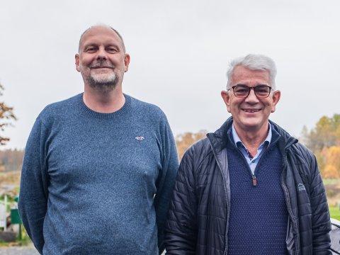 Daglig leder i Moss & Evje Golfklubb, Morten Lunde Andersen (t.v.) er godt fornøyd med at Evje Golfpark er åpen igjen. Her sammen med styreleder Helge Ranvik.