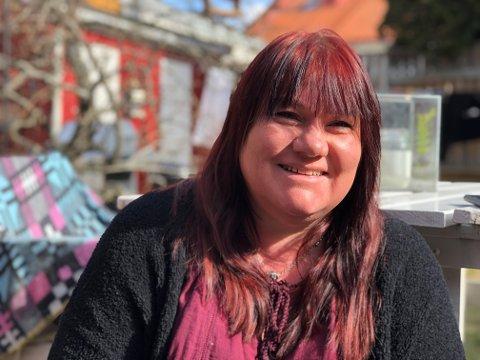ÅPENT HJEM: Aina Ekstrøm tar i bruk plattformen Couchsurfing både i Moss og når hun reiser. Nå har hun mistet tellingen på hvor mange fremmede som har kræsjet på sofaen hennes.