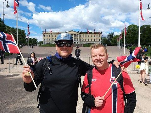 GODT GÅTT: Adam Brachmann (til venstre) og Christian Casey nådde målet, Slottet i Oslo, på nasjonaldagen.