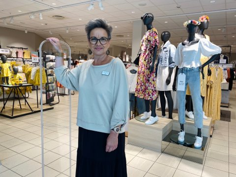 OPTIMISTISK: Butikksjef Hilde Barlie ved Lindex er storfornøyd med den nye butikken på Amfi Moss.