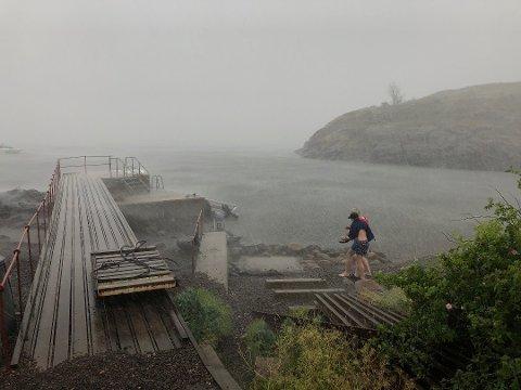 Slik så det ut i Moss for to uker siden da styrtregn falt over Østlandet. Det vil trolig ikke komme like mye regn denne uka, men i hvert fall én av dagene til uka blir regntung.