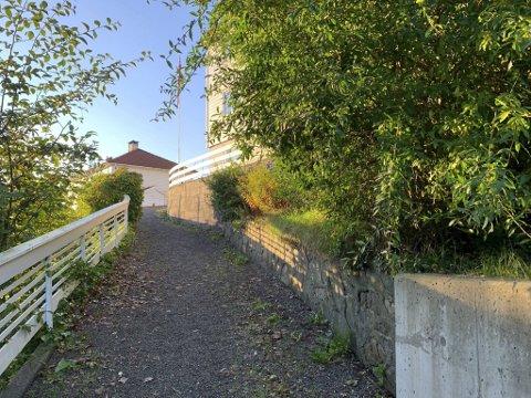 Lørdag kveld ble en kvinne (20) funnet død i en leilighet i Åsane.  En mann (19) er siktet for drap.