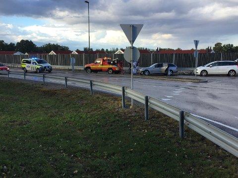 KØ: En personbil og en bobil kolliderte i hverandre i rundkjøringen ved Bredsand lørdag ettermiddag. Ingen personer skaø ha kommet til skade, men det skal ha oppstått køer på stedet.