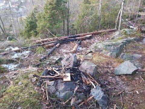 HÆRVERK: Slik så det ut ved Thorbjørnsrød skanse på lørdag når André Sørhus og familien kom til stedet.