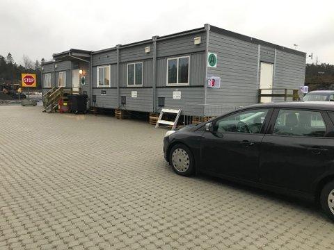 TESTING: Det er innført obligatorisk koronatesting for alle som reiser inn til Norge. Det har skapt lange køer ved testsenteret på Svinesund.