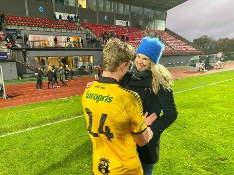 VELFORTJENT: Magnus Fagernes har hatt et langt og tungt skadeavbrekk. Mot Senja var han tilbake på banen for MFK og fikk med de siste ti minuttene. Han takket og bukket ved å score to ganger og fikk frem tårene til  fysioterapeut Cathrine Riiser. og mange flere...