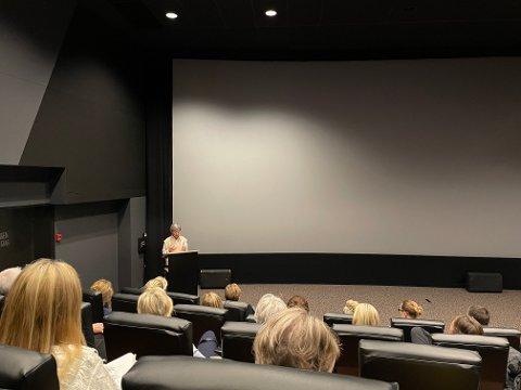 Ordfører Hanne Tollerud fikk gleden av å åpne møtet om byutviklingen i sentrum foran et nesten fullsatt kinosal.