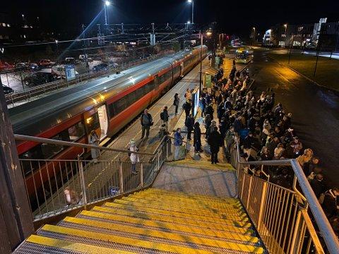 TOGTRØBBEL: Slik så det ut på Vestby stasjon ved 07.30-tiden mandag denne uken.