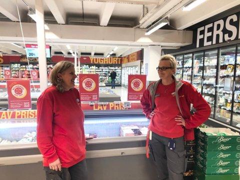 SOLID: Hilde Christin Korslund, butikksjef ved Extra Kambo, og Mona Jacobsen, assisterende butikksjef i samme butikk, skryter av kundenes engasjement for «Coop rydder Norge-aksjonen» i år.