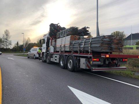 STOPP: Lastebilen forsøkte først å unndra seg kontroll og fortsatte, men ble stanset i Vestby.
