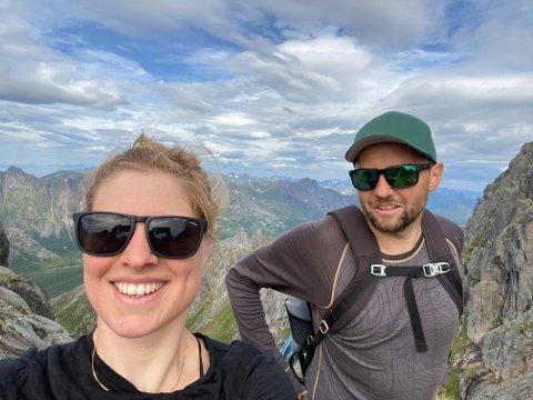 NORGESFERIE: Vilde Solvoll og mannen Marius på tur i Lofoten forrige sommer. De to venter barn om ikke lenge.