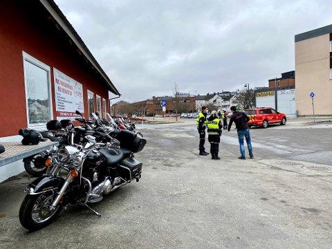 UTRYKNING: Både politiet, ambulansen og brannvesenet rykket ut til MC-velten i jernbanegata i Mysen.