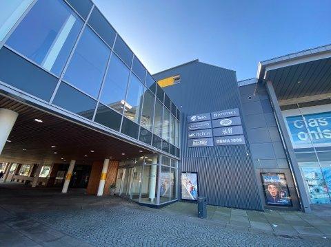 ÅPNINGSTIDER: Moss Avis har laget en oversikt med lokale åpningstider på diverse butikker påsken 2021.