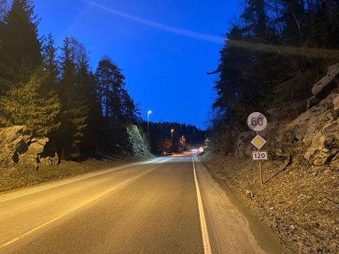 STENGES: Øst for Mosseporten stenges fylkesvei 120, Vålerveien, på ubestemt tid.
