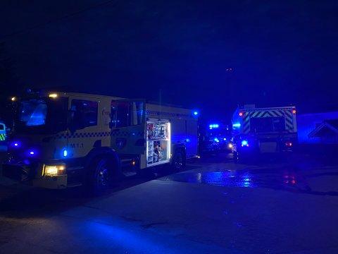 BRANN I BOLIG: Fredag kveld rykket alle nødetatene ut etter at det begynte å brenne i en bolig i Moss.