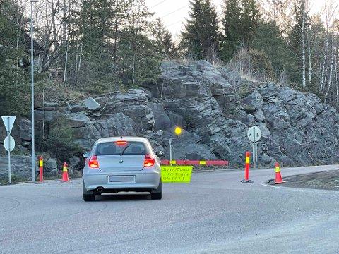 STENGT: Veien er stengt fra rundkjøringen ved Mosseporten.