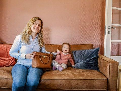 EGEN VESKE: Usikkert hvem sin veske det er, egentlig. Men Lise Falch mener det er hennes. Til høyre datteren Ingrid-Eline (1).