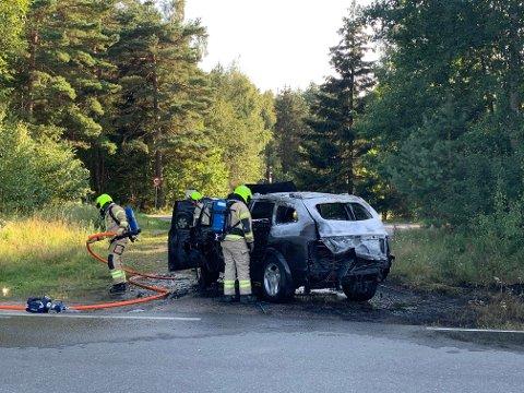 OVERTENT: Bilen fikk store skader som følge av overtenning på Larkollen torsdag kveld.