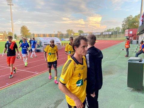 SKUFFET: Det var ikke vanskelig å se at Thomas Klaussen var en skuffet mann etter matchen mot Eidsvold Turn. – Vi må knekke hjemmebane-koden snart, sa han etter kampen.