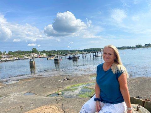 VERTSFAMILIER: Lill-Iren Eriksen er områderepresentant i My Eduction og er på leting etter vertsfamilier i mossedistriktet.