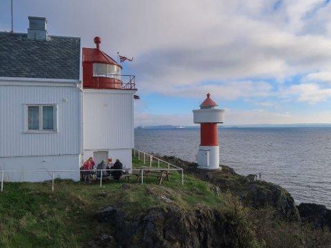 UVANLIG FERIE: Ute i Oslofjorden, ikke langt utenfor Jeløy, ligger Gullholmen fyr - en ferieperle utenom det vanlige.